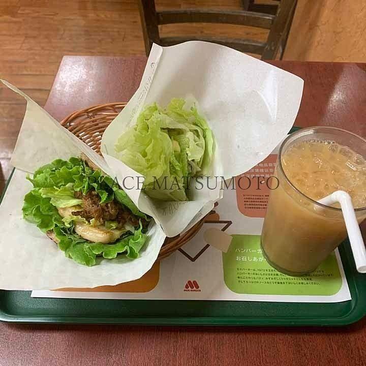 モスの菜摘(なつみ)テリヤキチキンバーガーとにくにくにくバーガー